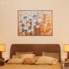 Декоративная картина «Цветы яблони» в интерьере спальни