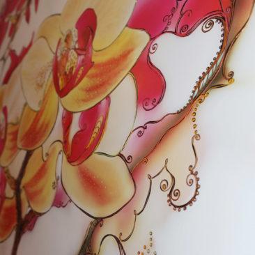 фрагмент цветочного декоративного панно с орхидеями