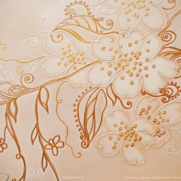 фрагмент картины в светлых тонах с цветами