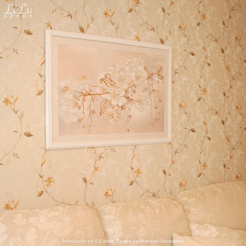 Декоративная картина «Воздушно-цветочное облачко» была выполнена для уютного интерьера в светлых тонах с изящными элементами растительного орнамента.