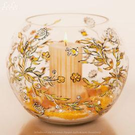 ваза из стекла и свеча