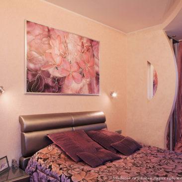 декоративное панно с цветами в интерьере спальни
