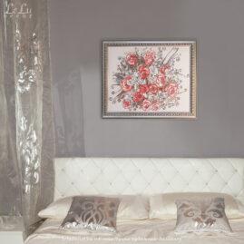 декоративная картина с розами в интерьере спальни