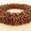 декоративный венок из сосновых шишек, каштана и сухоцвета для украшения интерьера