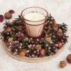 Декоративная композиция: подсвечник из сосновых шишек «Сказочный лес полон чудес» и свеча в стакане «Ванильная карамель».