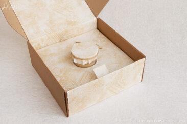 подсвечник из сосновых шишек в подарочной упаковке