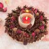 Декоративная композиция: подсвечник из сосновых шишек «Лесная полянка» и свеча в стакане «Лесная ягода».