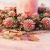 Подсвечник из сосновых шишек с шаровидным сухоцветом