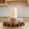 Декоративный подсвечник «Луч солнца» и большая свеча в интерьере кухни.