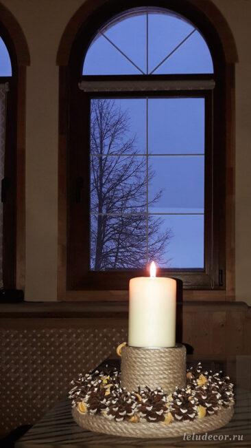 Атмосферные фото мне прислала одна дружная семья из своего загородного дома в Подмосковье, где теперь по вечерам украшает гостиную мягкий свет зажженной свечи в декоративном подсвечнике «Луч солнца».