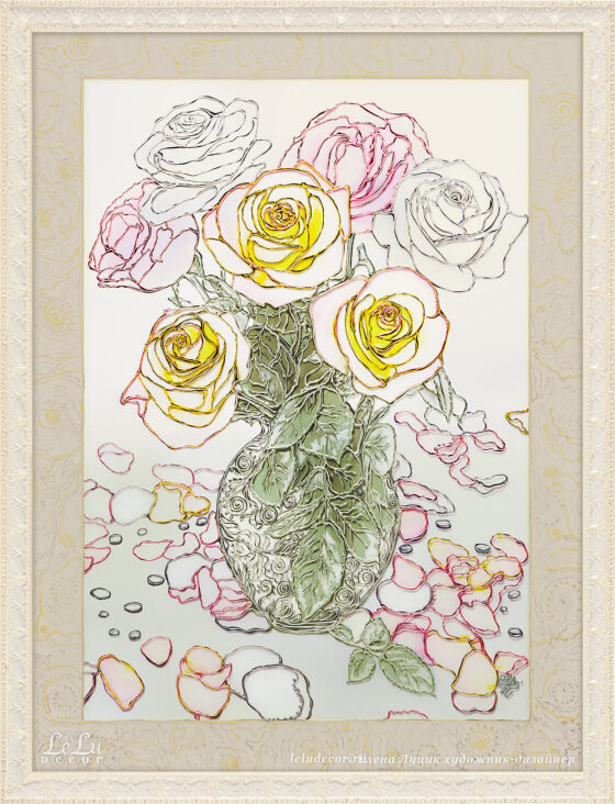 Декоративный натюрморт из семи роз и лепестков